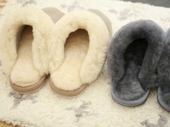 足元が暖かくなるムートンスリッパも欠かせないアイテムです。 もこもこした見た目がかわいいですね。