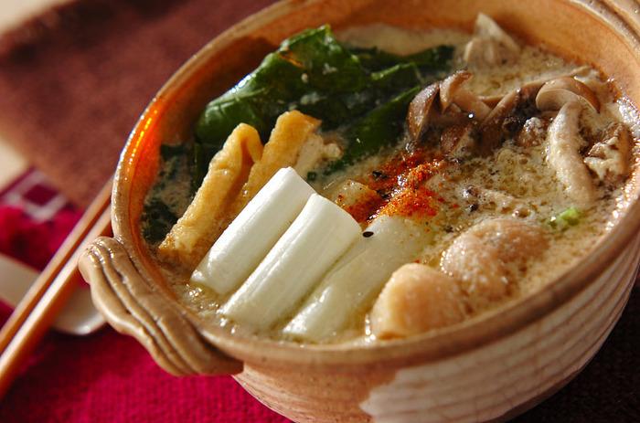 美容にもいい豆乳は、さまざまな食材をやさしくまとめてくれます。 野菜は、ネギと小松菜を使用していますが、白菜でも美味しそう。 豆乳と味噌、出汁が入ったスープは、まろやかでコクがあり、やみつきになる味です◎
