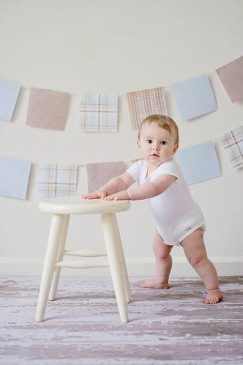赤ちゃんから目を離せない時期は、必要なアイテムをいかに使いやすく収納しておくかで日々のストレスがずいぶん変わってきます。特におむつ替えなどの決まったルーティンでは、小さなワンアクションでもできるだけ省き、ささっと完了できた方が赤ちゃんもママも快適ですよね。出産準備の際は、赤ちゃんがいるこれからの生活を想像しながら、ぜひ便利で気持ちの良い収納づくりを楽しんでみて下さい。