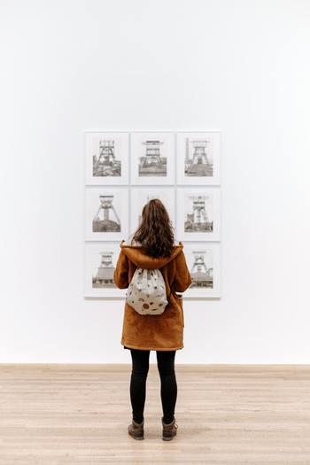 自分の目を肥やし、感性を磨くために本物を見るための投資もあります。美術館、博物館に出向いたり映画館での映画鑑賞も自分を豊かにしてくれるものですよね。