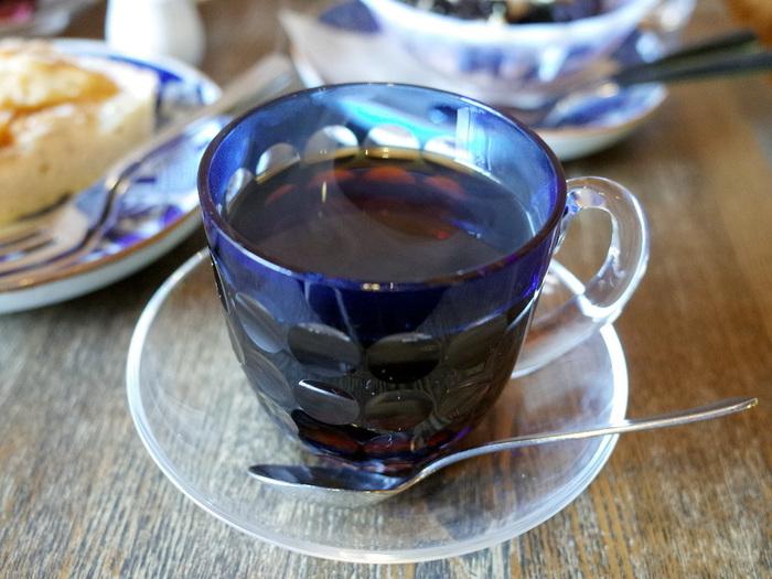 こちらは東京・墨田区にある人気の自家焙煎珈琲店「すみだ珈琲」さん。お店では一杯一杯丁寧に淹れたスペシャルティコーヒーを、美しい江戸切子硝子のカップでいただくことができます。オンラインショップではオリジナルブレンドやデカフェコーヒーなど、世界中のコーヒー産地から厳選したこだわりのコーヒー豆を購入できますよ◎。