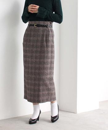 スカートのイメージを生かしてヒールを合わせればこんなに女性らしく。ほか、スニーカーを合わせればカジュアルに、と着こなし方次第で印象は自由自在!今回は、寒い冬もおしゃれに乗り切る「冬のタイトスカートコーデ」をご紹介したいと思います。