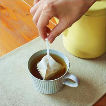 不織布でできたコーヒーバッグを採用しているので、ティーバッグと同じような方法で簡単に抽出できます。味はもちろんのこと、見た目もおしゃれなコーヒー豆&コーヒーバッグセットは、プレゼントや手土産にもぜひおすすめです。