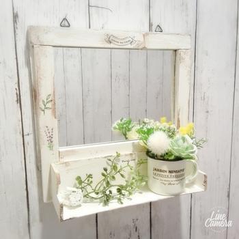 造花でも、こんなに華やかなディスプレイが。雑然としてしまいがちなトイレですが、置くだけで明るくかわいいアクセントに♪