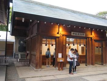 御朱印は、根津神社、乙女稲荷神社、駒込稲荷神社すべて拝殿の右側にある社務所でいただけます。 初穂料は300円となっています。