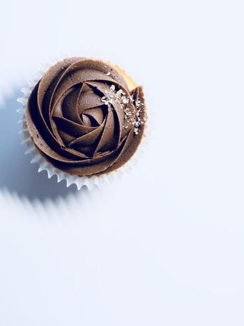バレンタインと言えばチョコですが、みんなと同じじゃありきたりだし、甘いものが苦手な男性もいますよね。そもそもバレンタインとは、大切な人に愛を誓う日。飾らない気持ちを伝えることが、いちばん大事な目的です。