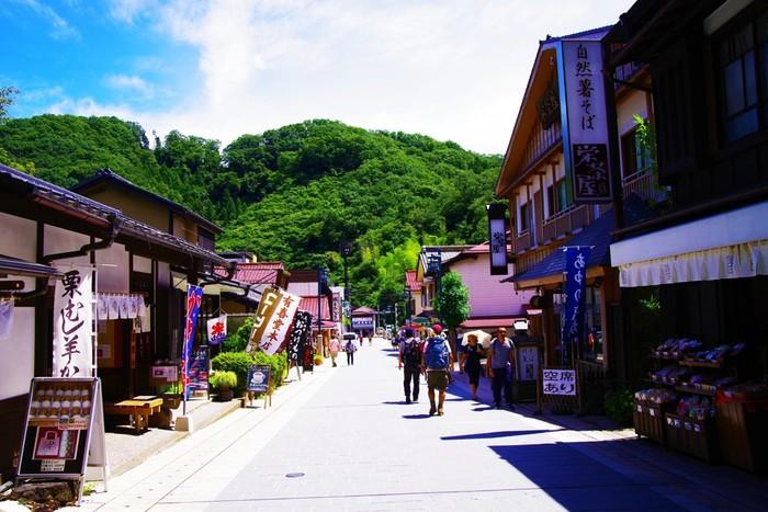 高尾山口には風情のあるお店がたくさん立ち並んでいます。登山前の腹ごしらえ、もしくは登山の後にお腹が空いたら立ち寄ってみてくださいね。