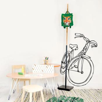 同じく、「Chispum(チスパム)」の自転車のウォールステッカーです。大胆な大きさですが、黒い線で描かれたスタイリッシュなデザインで、主張し過ぎずお部屋をかっこよく決めてくれます。自転車を飾りたいほど好きな方にはもちろん、お店の装飾にもぴったりです。