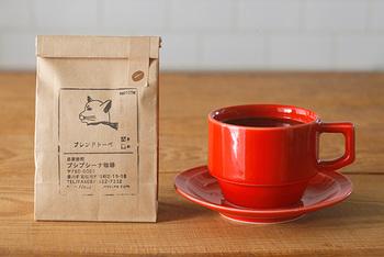 こちらはプシプシーナ珈琲のメインブレンド「トーべ」。ムーミンの原作者トーべ・ヤンソンさんをイメージして作られたブレンドコーヒーです。ブラジルをベースにした中深煎りの「トーべ」は、コクのある柔らかな口当たりと、さっぱりとした飲み口が特徴。豆と粉の2種類を販売しています。