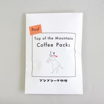 シンプルなパッケージデザインがおしゃれなドリップコーヒーパックは、お湯を注ぐだけで本格的なコーヒーを楽しむことができます。「山頂のコーヒー」というネーミングの通り、アウトドアシーンにもおすすめですよ◎。