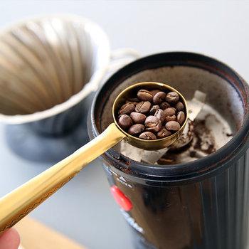 Clip Clip with spoon(L180×W37mm)は、クリップの先端がスプーンになっていて、コーヒー豆約4gを計量することができます。