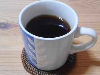 そしてこちらは「タンポポコーヒー」。コーヒー豆ではなく、たんぽぽの根から作られたカフェインレスコーヒーです。たんぽぽから出来ているのに、香ばしいコーヒーの風味を味わえるのがとても嬉しい1杯です。