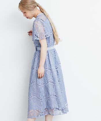 せっかく素敵なドレスを選んだのなら、そのドレスに合ったヘアスタイルをセットをしないともったいない!ドレスのカラーやデザインごとに、おすすめのヘアスタイルをご紹介します。