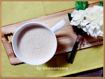 ①コーヒーを淹れます。 ②コーヒー、大さじ1~2のバターとMCTオイルを  シェイカーに入れます。 ③よく混ざるまでシェイクしたら完成です。  よく混ぜ合わせることで、ふわふわでクリーミーな口当たりになり、とても美味しい一杯に*