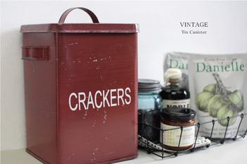 実用性のあるヴィンテージのブレッド缶。 大きな缶なので、気軽に収納できるのが嬉しいポイント。 キッチンに置くとおしゃれに見えます。