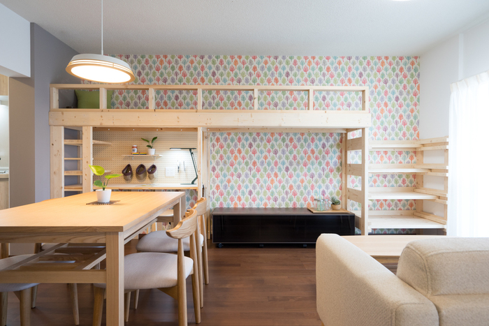 お部屋の空間を2つに分けているので、その分使えるスペースがもちろん増えます。 部屋として使うのはもちろん、収納スペースとしても使えるのでお部屋がスッキリと片付けられるのも嬉しいですね。