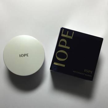 「IOPE(アイオペ)」のエアクッションブラッシャーは、明るく華やかなツヤ感が。リキッド系のファンデーションと使うことでさらに美しくなるんです♪クッションファンデを開発したブランドだからこその使い勝手の良さ。
