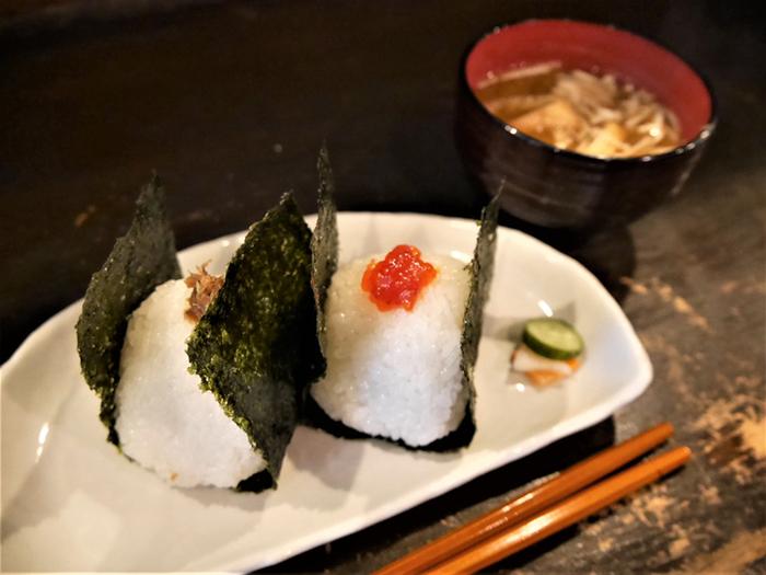 千駄木駅近くの『利さく』は、おにぎりがいただけるちょっと珍しい和風カフェです。 羽釜で炊いたごはんを丁寧に握って作られたおにぎりは、ほっと安心できる美味しさです。