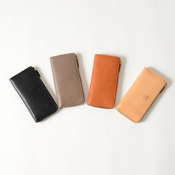 こちらは鞄でも人気の高い、イタリア・フィレンツェ発の革製品ブランド「IL BISONTE (イル ビゾンテ)」。L字ジップタイプの長財布です。