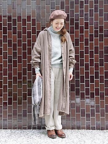 袖がパフスリーブになっているキュートなデザインのフロントボタンワンピースは、コートのように羽織っても、ボタンをすべて閉じてワンピースとして着ても重宝します。