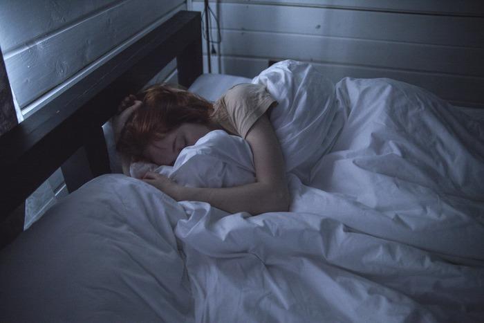 40代半ばには、女性ホルモン(エストロゲン)の分泌が急激に減少していきます。頭痛、めまい、発汗、倦怠感、イライラなど、更年期の症状が現われてくることも。