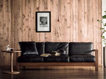 日本の家具メーカーで、一番最初に本革・総革張りソファをつくったメーカーさんでもあるんですよ。  購入時から3年間の無償保証が付いています。