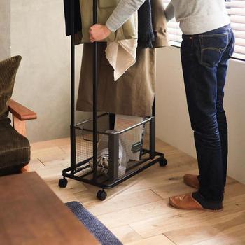 また、可動式や伸縮式などタイプも様々。お部屋に合ったワードローブを見つけて、洋服をスッキリまとめてみましょう。