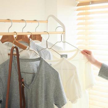 ついつい増えてしまいがちな洋服類。きれいに整理されたワードローブ(洋服箪笥)は、収納に悩む人の憧れでもありますよね。