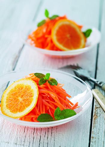 オレンジの風味が爽やかなキャロットラペ。フランス家庭料理の定番・ラぺを、手軽に作ってみましょう。鮮やかなビタミンカラーも元気をくれそうですね。