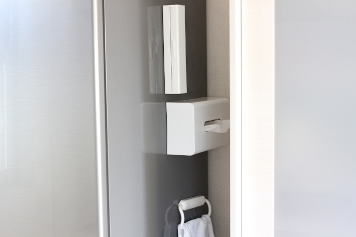 マグネット付きのティッシュケースなら、冷蔵庫にもお手軽ピタッ!水回りに置いておくと、ティッシュに水しぶきが飛んでいる…なんて悩みともおさらば。スタイリッシュで衛生面もGOODです。