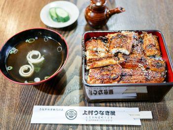 関東地方の蒸してから焼くウナギとは違い、炭火で蒸さずに焼き上げます。球磨川でとれた新鮮な鰻を一度は頂いてみたいですね。