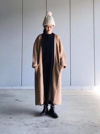 モコモコしがちな冬コーデを、スラリすらりと見せるコツをご紹介しました。どれかひとつを意識するだけでも、すっきりとした着こなしにつながります。ぜひ着やせコーデのポイントをマスターして、素敵なスタイリングを楽しんでくださいね。