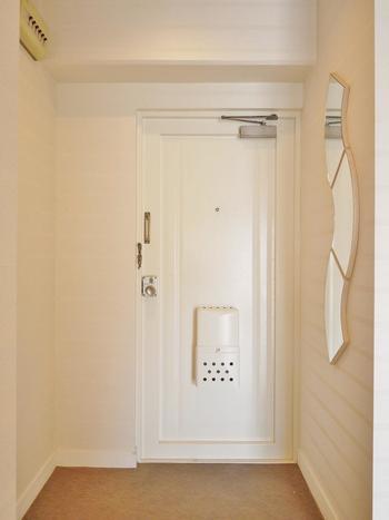 玄関の鏡の置き方を意識することで、もっと明るく広い玄関になり、風水的にも嬉しいことがいっぱい!きちんと鏡を設置して、玄関からもっと幸せを呼び込みましょう♪