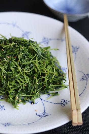 ナムルといえばごま油を使いがちですが、えごま油でも美味しく仕上がりますよ。  豆苗以外にも、小松菜、ねぎ、もやしなど、他の野菜を使っても◎ 色んな野菜のナムルを作ってビビンバにしてもおいしいですね。