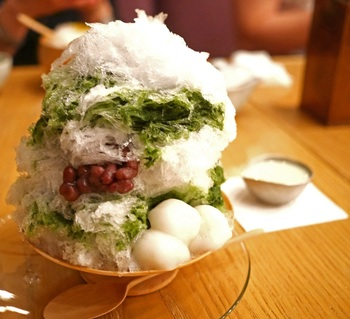 夏にはふわふわのかき氷もいただけます。かき氷のお店はたくさんありますが、最高のお茶とともに楽しめるのは茶房・HIGASHIYAならではですね。