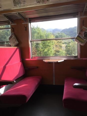 熊谷駅‐三峰口駅間は71.7キロメートルで、約1時間半をかけて走ります。客車は大阪万博の大量輸送用に製造され、その後臨時列車や団体列車として活躍したものを譲り受けています。