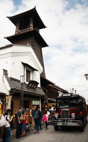 時の鐘が創建されたのは、今から約400年前。度重なる火災で、鐘楼や銅鐘が焼失しましたが、そのたびに建て替えられて、現在の鐘は4代目にあたります。