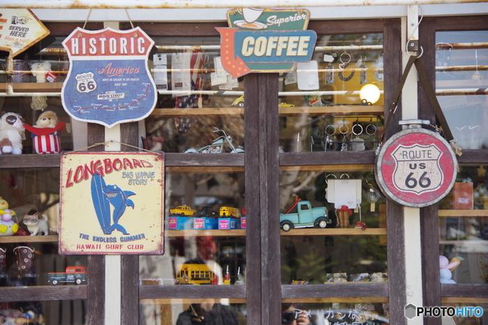 ミニカーやおもちゃなど、雑貨店をのぞきながらのお散歩がおすすめです。現在、飲食店含め約40店舗あるので、ランチをしながらここで1日過ごすこともできますよ。