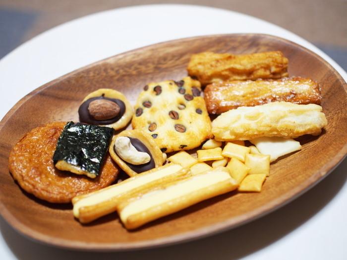 大福やおはぎなどの生菓子のほか、おかきも美味しくて有名です。詰め合わせは個包装になっているので、大人数向けのお土産にもおすすめです。