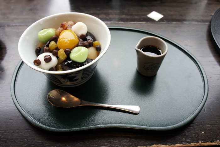こちらの「鹿乃子あんみつ」は、「かのこ」でも使用される種々の豆をふんだんに使用した贅沢な一品。いつもよりちょっとモダンなあんみつがいただきたいときにいいですね。