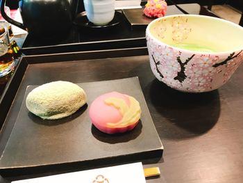 伝統的な美しい生菓子もいただけます。季節を感じる美しいお菓子とお茶をゆっくり楽しみたいですね。