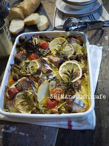 春の食材を琺瑯バットに詰め込んだ琺瑯焼きスープです。  サフランの上品な香りと鰹の切り身、キャベツやじゃがいもなど、食材の出汁がしみ出た絶品スープです。