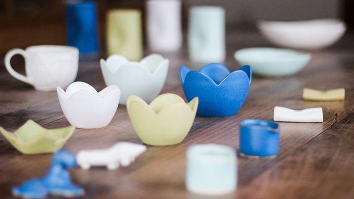テーブルの上で鮮やかに愛らしく咲く、まるで花のような陶器。【HOTOKIシリーズ】は、トキノハの直営店であるHOTOKIのオリジナルブランドとして作られているシリーズ。HOTOKIで制作する陶芸家の清水久さんが得意とするタタラ成形や押し型成形を生かしたものだそう。触れてみると、マットでしっとりとした質感を楽しめます。選ぶのも楽しい4色のカラー展開で、4色取り入れてテーブルをカラフルに彩るのも良いですね。