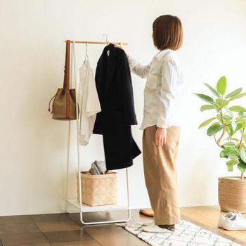 """洋服やバッグがスッキリ片付く""""優秀ワードローブ""""。収納スペースが足りないと感じている方は、ぜひお好みの物を探してみて下さいね!"""