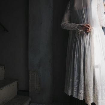中でもドレスは、お洒落心をくすぐるものばかり。  いかにもヴィンテージという素材感の、ロマンチックでレトロな雰囲気の商品が充実しています。