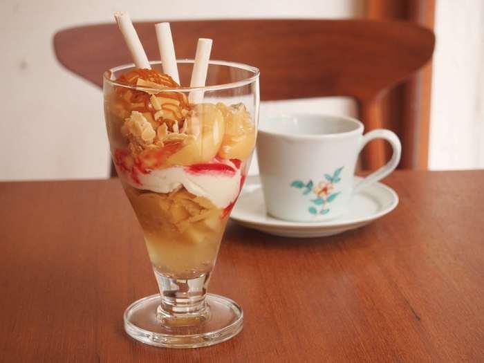しっかりとした苦みが感じられる自家製キャラメルアイスクリームが入った季節のパフェもおすすめ! 疲れた体を優しく癒してくれそうです…。