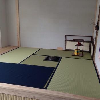 店舗の隣室は、本格的な茶室「創世庵」。ここは貸室となっていて、お茶の教室なども行われるそうです。