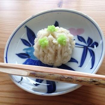 京菓子職人がつくる本格的な季節の和生菓子を味わえるのもうれしいところ。そのほか、季節限定のメニューを味わえる日や、干菓子作りのワークショップなど、お茶文化の魅力を伝える催しも行われています。