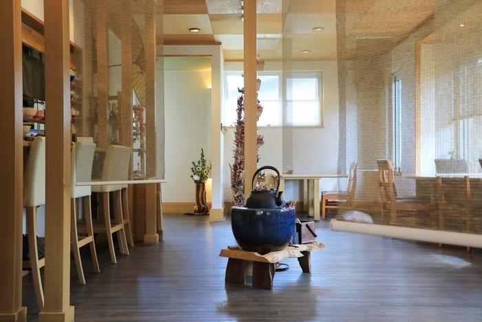 札幌市中心部から車で30分程度の江別市にある和カフェ。明るくすがすがしい店内は、訪れるだけでほっと心が開放されそうな空間です。