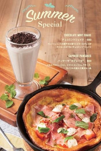 """カフェでは、ダッチオーブンで焼き上げる熱々&もちもちのドイツ風パンケーキ""""ダッチベイビー""""を楽しむことが出来ます。"""